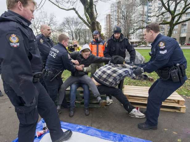 vancouver-bc-november-25-2016-vpd-evict-people-from-a1.jpeg
