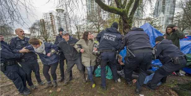 vancouver-bc-november-25-2016-vpd-evict-people-from-a4-e1480113972496.jpeg